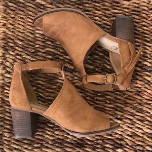 Tan faux suede shoes ankle strap w/tassels